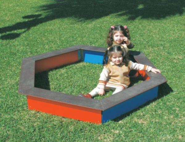 Sabbiera esagonale Isabelle ideale per parchi e giardini pubblici Play