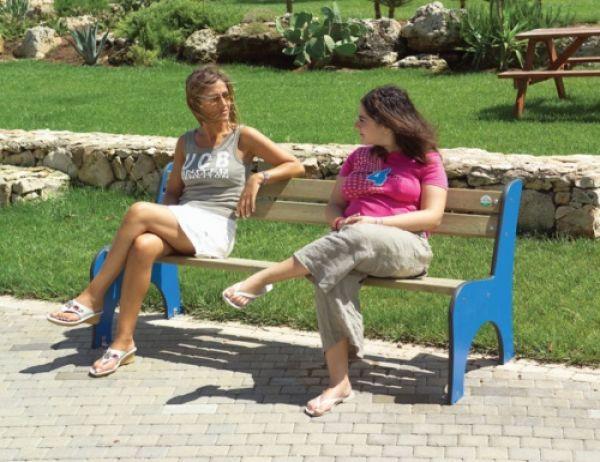 panca Margot in legno ideale per parchi e giardini pubblici Play