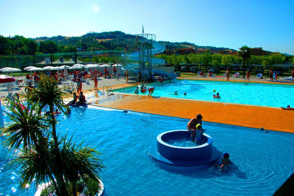 Piastrella antitrauma mm epdm per bordi piscina effetto sand sation