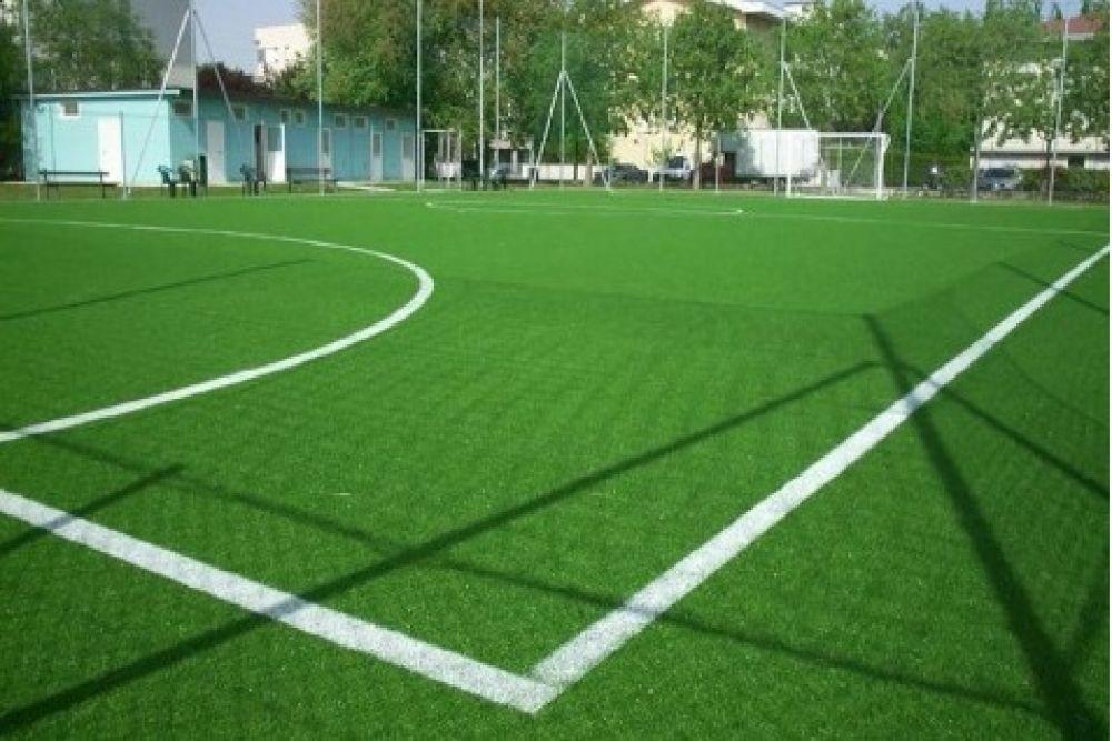 Tappeti Per Bambini Campo Da Calcio : Pavimentazione in gomma drenante con erba per campi da calcetto eco