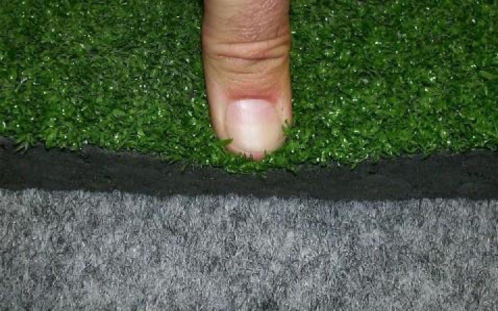 Tappeto ammortizzante a rotoli con erba sintetica e - Pavimento in gomma per esterni ...
