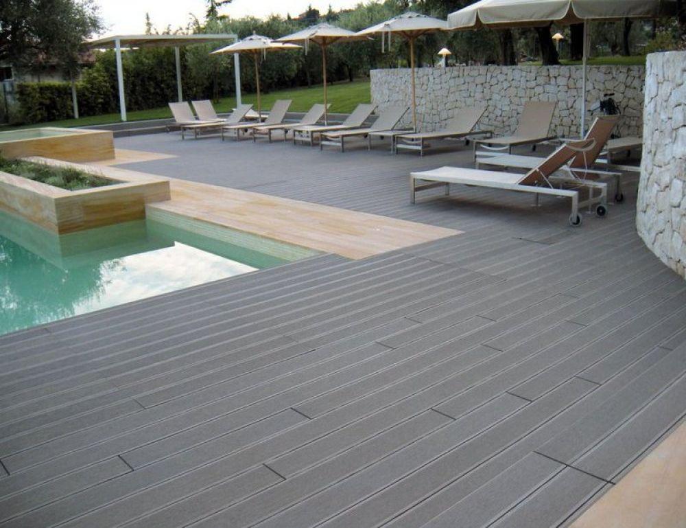Pavimentazione composita in wpc grigio scuro ad effetto legno giwa