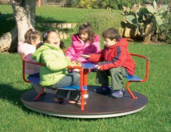 giostra Funny con divanetto e pianale in legno ideale per parchi pubblici