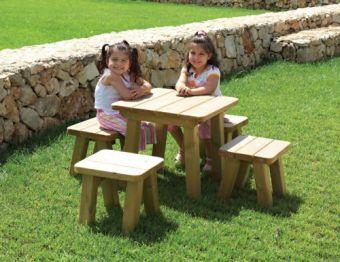 Sgabello Margot in legno ideale per parchi e giardini pubblici