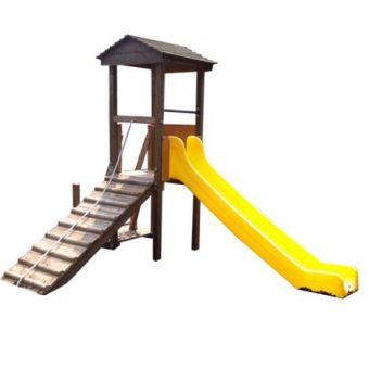 Castellino con due pedane , un arrampicata a corda e uno scivolo
