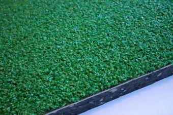 Tappeto ammortizzante a rotoli con erba sintetica e sottofondo in gomma drenante  - spess  15 mm