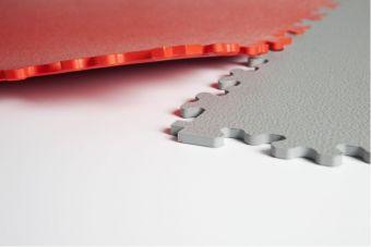 Pavimento autobloccante PVC 50x50x4 mm ignifuga finitura Riso