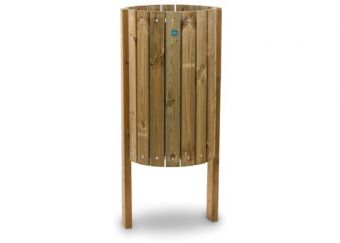 Cestone Garda, in legno di pino nordico, con cestino interno in acciaio estraibile.