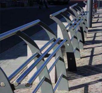 Panchina Park, costituita solo in acciaio. Ideale per viste panoramiche e luoghi di attesa, versione cm. 200.