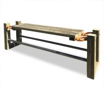 Panca Swing, in legno trattato per uso esterno ed elementi elastici in gomma.