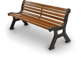 Panca Roma, versione in Legno di Iroko con seduta ergonomica e fissaggio alla pavimentazione.