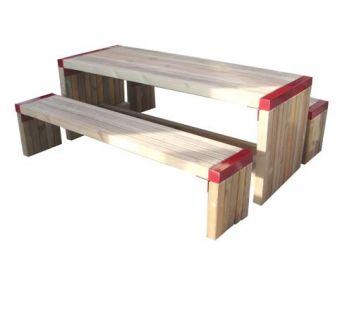 Set Tavolo e Panche 7X7, interamente in legno.