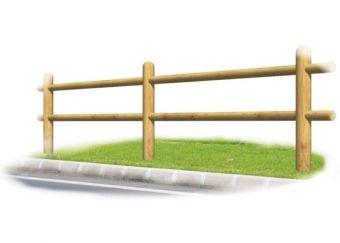 Recinzione Brennero, in legno e con due sbarre laterali.
