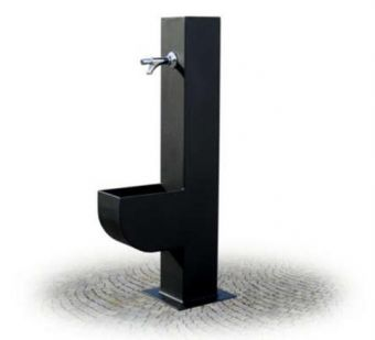 Fontana Centro Storico, in tubolare quadro di acciaio con rubinetto in Ottone cromato.