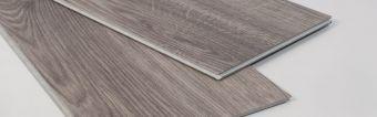 Pavimentazione vinilica LVT a click effetto legno .