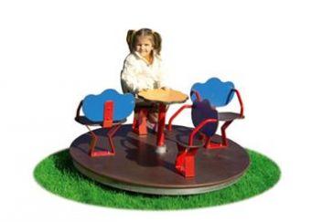Giostra con Sedili 4 Posti giostra con 4 sedili e pianale in legno.